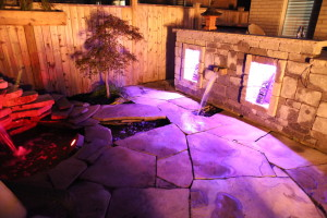 OUtdoor kitchen water feature