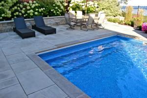 Mancini-Fox-Leisure-Pools-Ontario-full-width-of-pool-steps