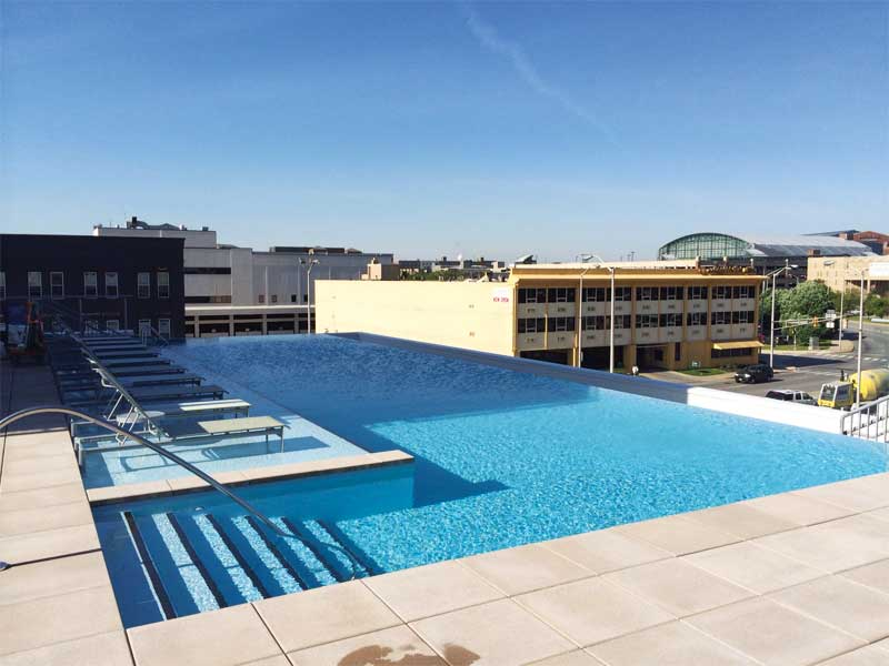 Apartment complex with rooftop pool in downtown Indianapolis