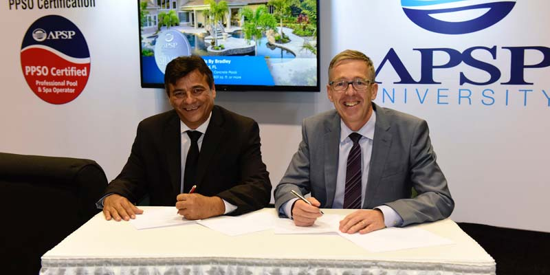 Executives from aquatic associations in the U.S. and Mexico sign a partnership agreement