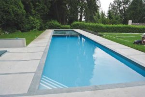 Pool with auto-cover