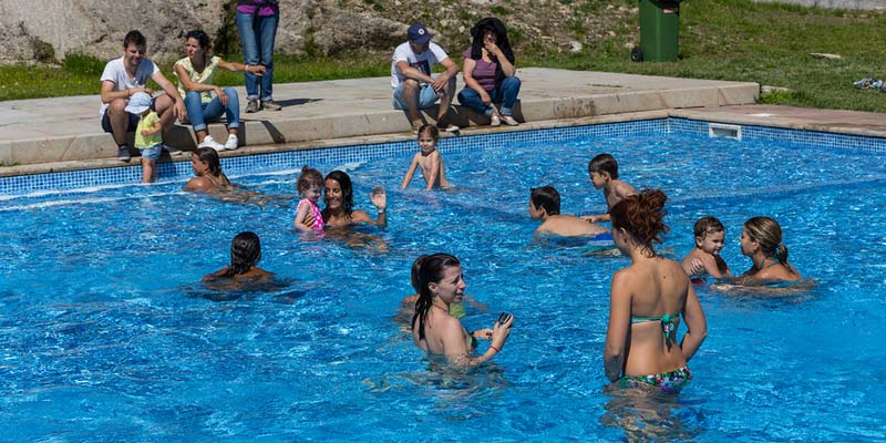 A number of city pools in Montreal have remained open late into the evening in response to the extreme heat and humidity area residents have recently endured.