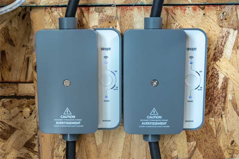 Two load controllers are connected to the pool pump and the heater to enable them to be controlled from any smartphone or tablet.
