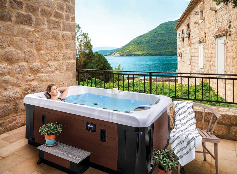 To ensure customers always have safe access to and from their hot tub, retailers should offer steps that are made from durable materials that have a rugged build and quality.