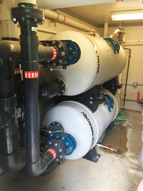 Depending on the size of the pump room, horizontal filtration tanks can be placed side-by-side or stacked.