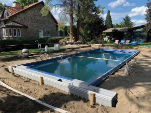 Fibreglass pools can present some unique challenges when installing automatic covers.