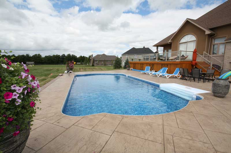 A classic 5.4- x 11.5-m (18- x 38-ft) Roman-end pool was constructed by D&D Pools & Spas of Orangeville, Ont., using steel walls and a concrete bottom with vinyl liner.